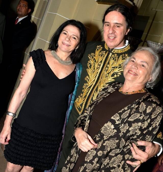 Geraldinho Carneiro entre Tessy e Ana Callado
