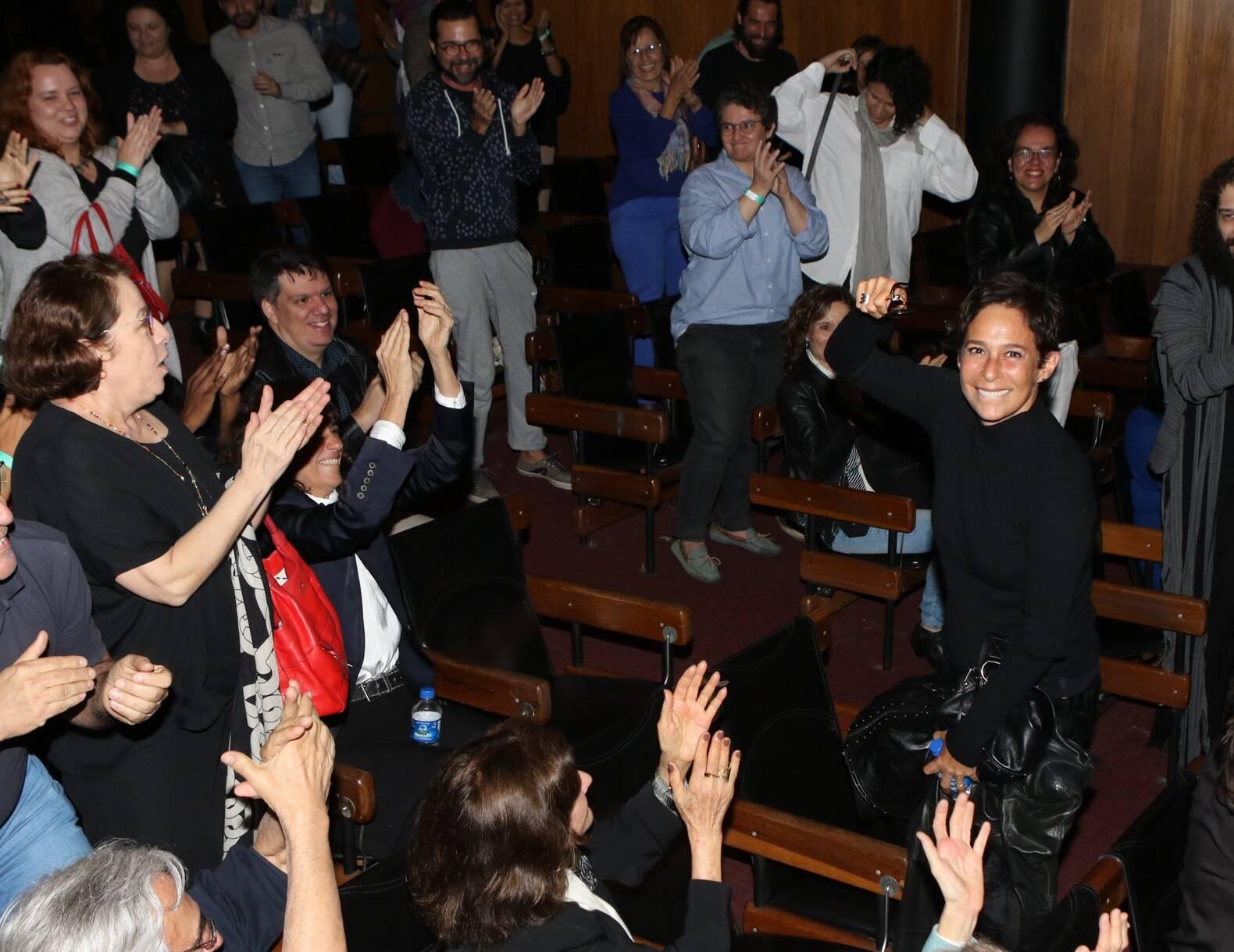 Andréa Beltrão é aplaudida pela plateia  /Foto: Eny Miranda/ Cia da Foto