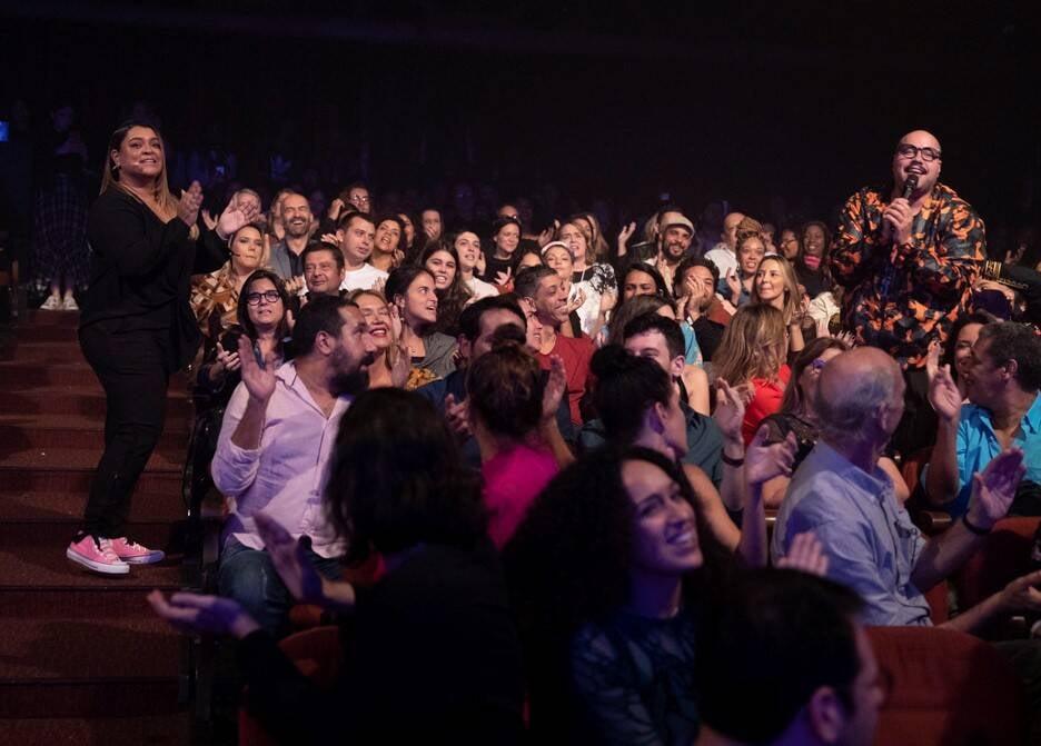 Preta Gil conversa com Tiago Abravanel no meio da plateia  /Foto: Felipe Panfili