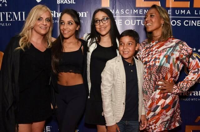 Sophia, Jéssica, Stephany, Arthur e Flávia Arantes do Nascimento - a filha e netos de Pelé