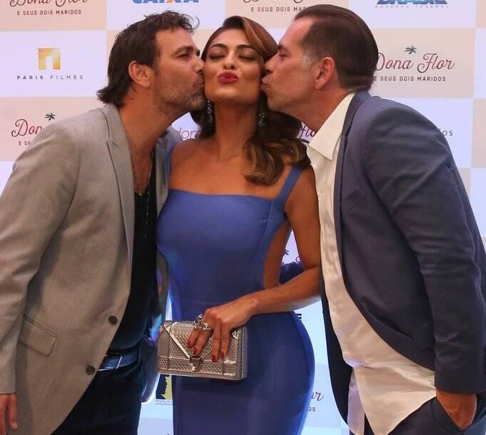 Juliana Paes entre seus 'dois maridos', Marcelo Faria e Leandro Hassum