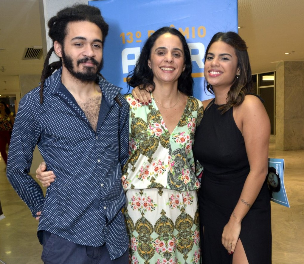 Helena Buarque e seus filhos Chico Brown e Clara  /Foto: Cristina Granato