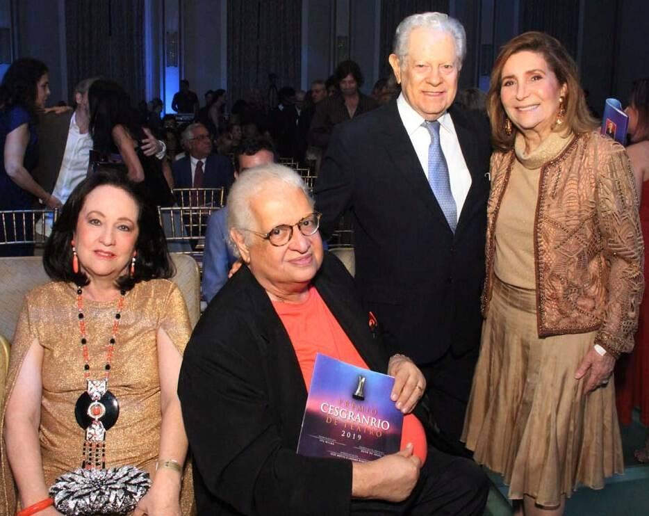 Os casais Beth e Carlos Serpa com Arnaldo e Ruth Niskier /Foto: Veronica Pontes
