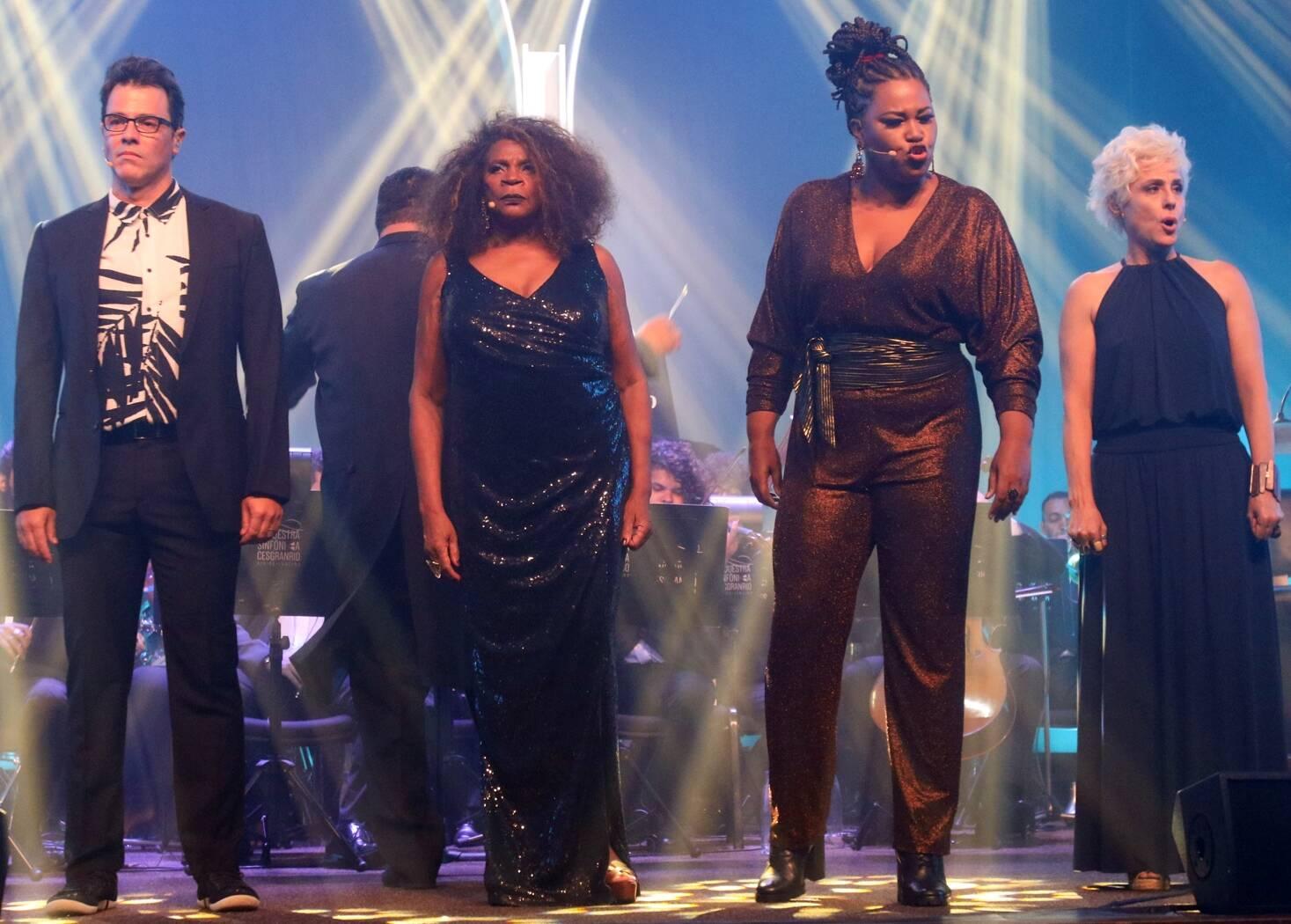 No palco os atores: Claudio Lins, Zezé Motta, Lilian Valeska e Soraya Ravenle /Foto: Eny Miranda
