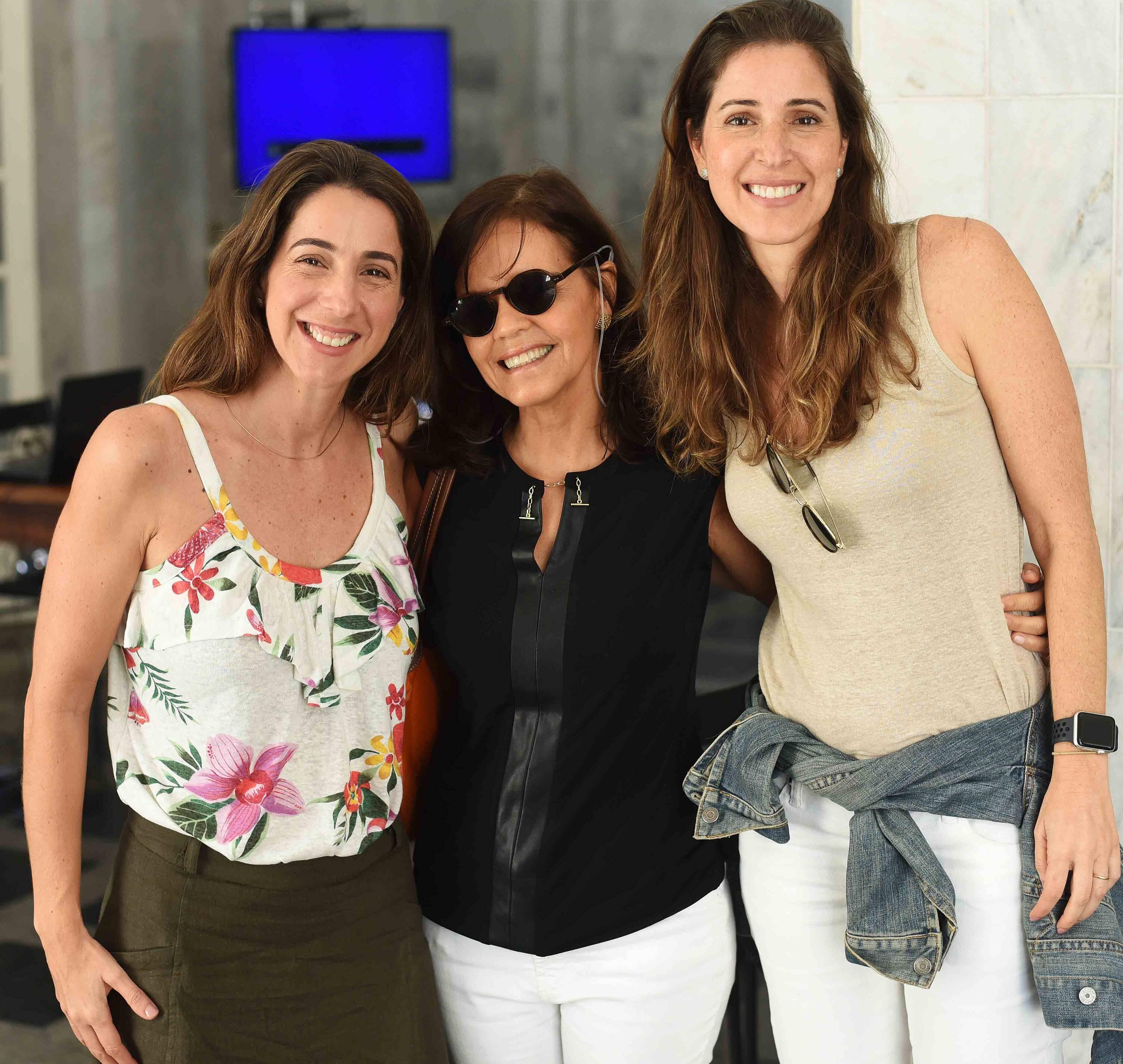 Rafaella de Brito, Angela Falcão e Isabella de Brito /Foto: Ari Kaye