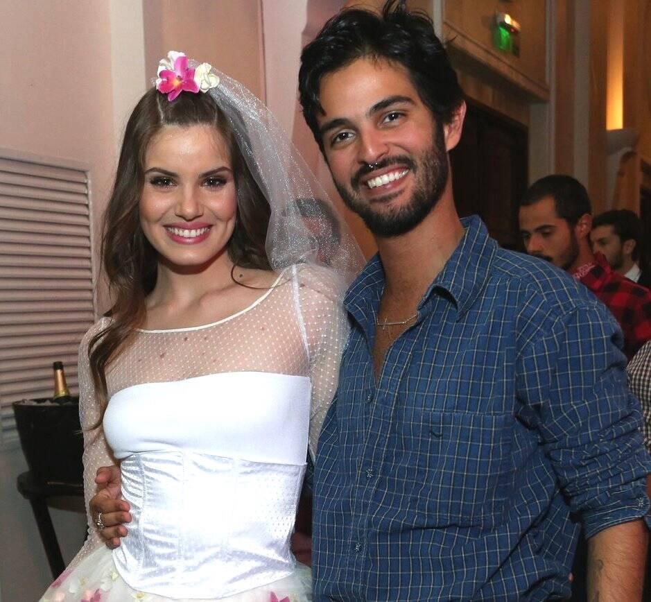 Camila Queiroz e André Nicolau