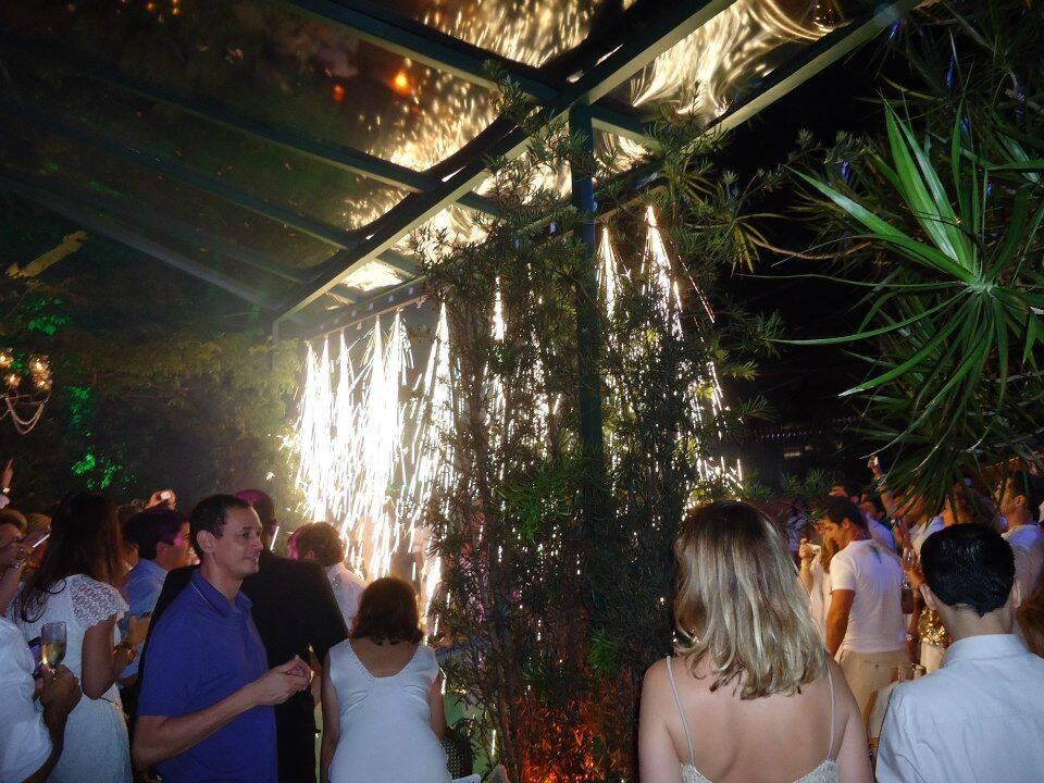 cascata-de-fogos-a-meia-noite-reveillon-2013
