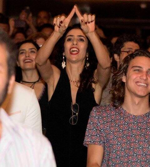 Marisa Monte vibrando na plateia