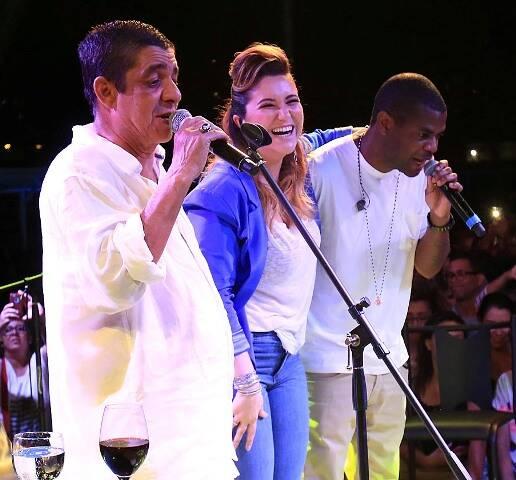 Zeca Pagodinho no palco com Maria Rita e Pretinho da Serrinha