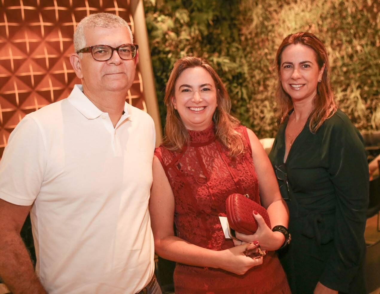 O casal Ivan e Simone Monteiro com Cristiane de Oliveira /Foto: Gianne Carvalho
