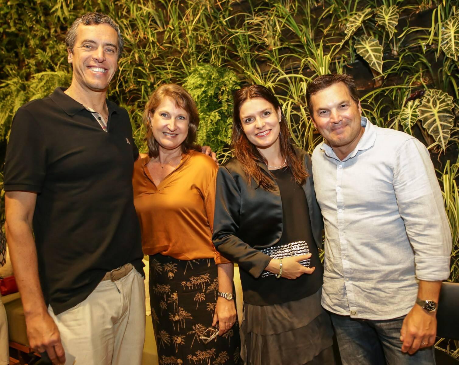 Rodrigo Baggio, Marina Lundgren, Anita Baggio e Eric Lundgren  /Foto: Gianne Carvalho