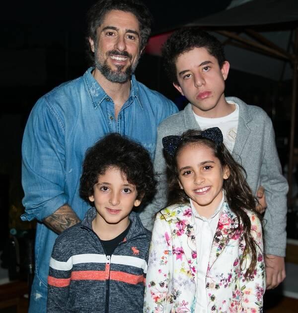 Marcos Mion com os filhos, Romeu, Stefano e Donatella