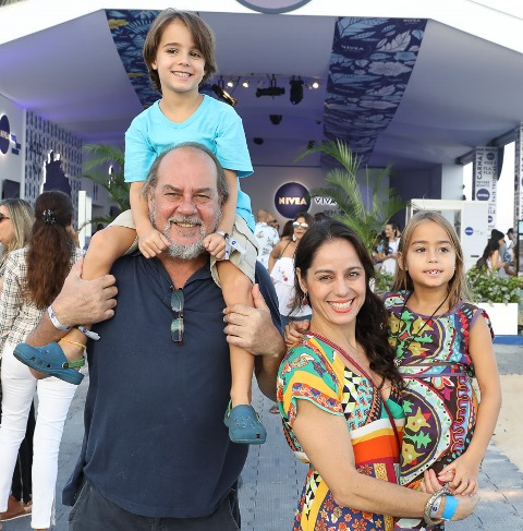 Paulo Cesar Grande e Claudia Mauro com os filhos Pedro e Carolina