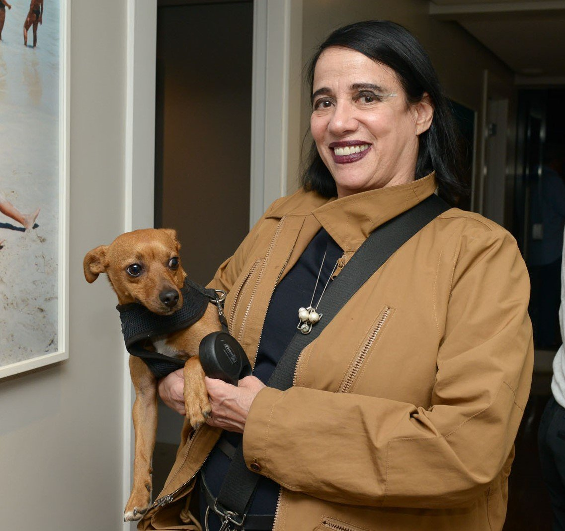 Gloria Coelho e seu cachorrinho Gold  /Foto: Paula Zorzi