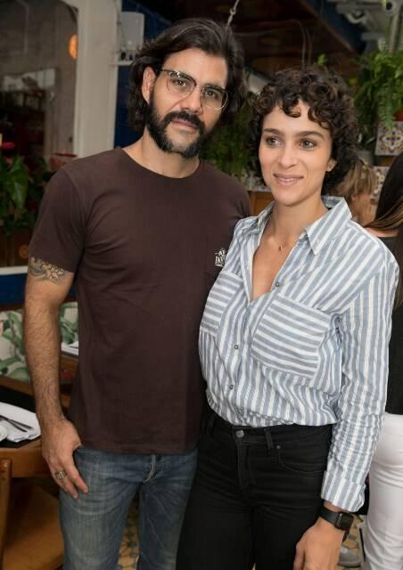 Leticia e Juliano Cazarré e Letícia
