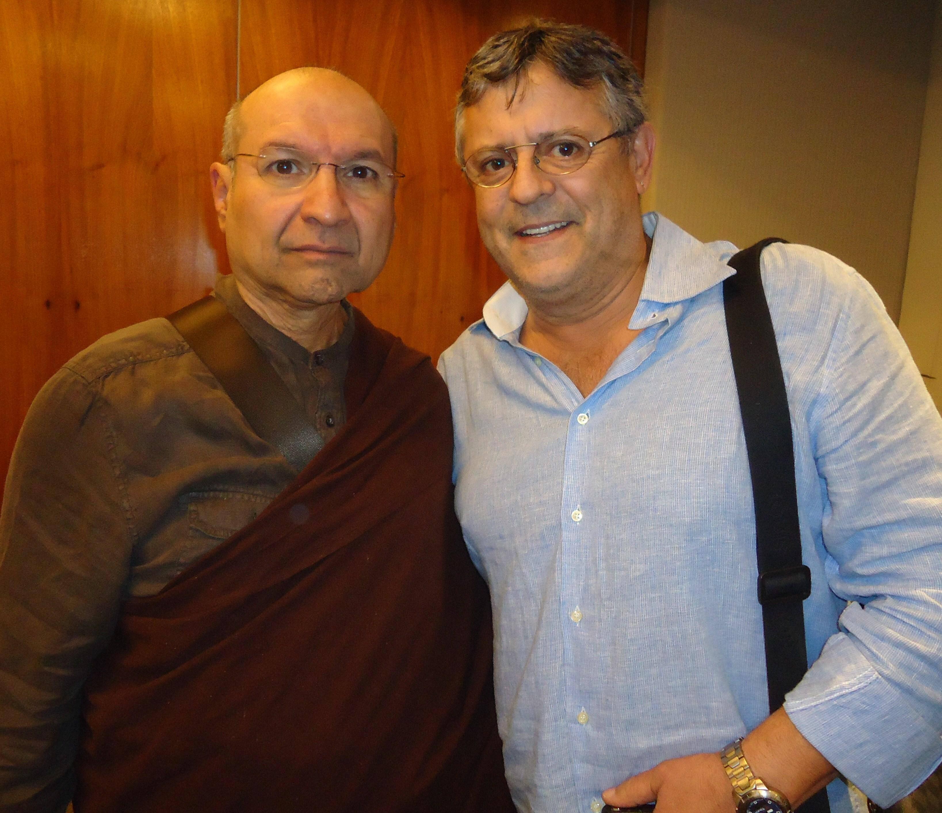 Segyu Rinpoche com Marcos Paulo - o diretor ficou encantado com o monge budista / Foto: Isabela Menezes