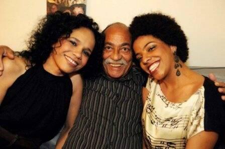 Teresa Cristina e Wilson das Neves com Maíra Freitas