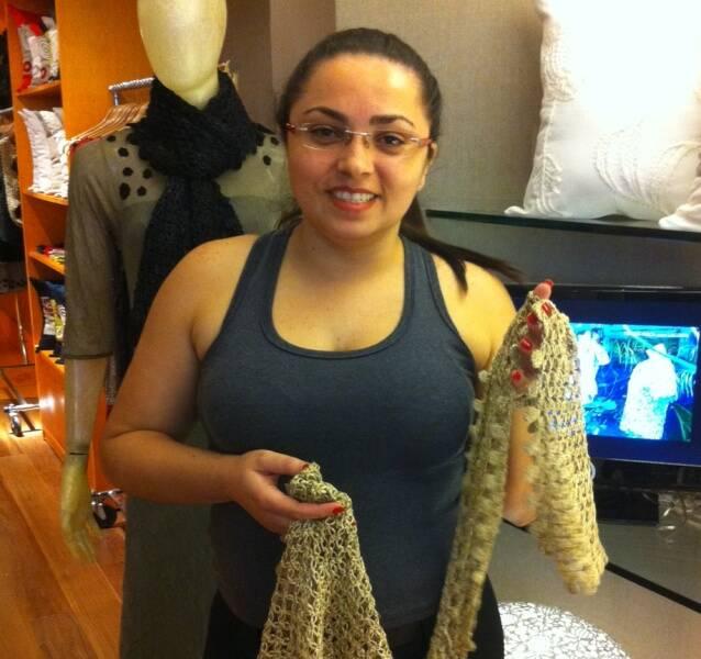 Camila Viturino: que trabalha na loja Coopa Roca, no Fashion Mall - todas as vendedoras são da Rocinha / Foto: Divulgação