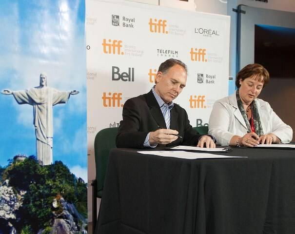 Steve Solot, presidente da Rio Film Comission, assinou acordo com a Ontario Media Development Corporation, durante o Festival Internacional de Cinema de Toronto / Foto: divulgação