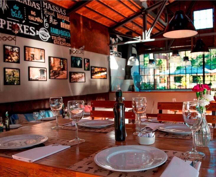 """O restaurante """"Nas Videiras"""", em Petrópolis, está sempre cheio/ Foto: divulgação"""