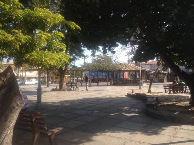 A praça Santos Dumont, perto da Rua das Pedras, é a mais conhecida de Búzios / Foto: Sylvana Graça