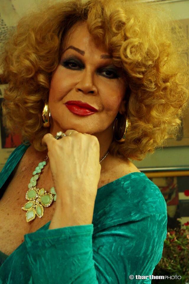 Jane Di Castro: a trans foi distribuir doces para São Cosme e São Damião em Copacabana e ficou chocada / Foto: reprodução Internet