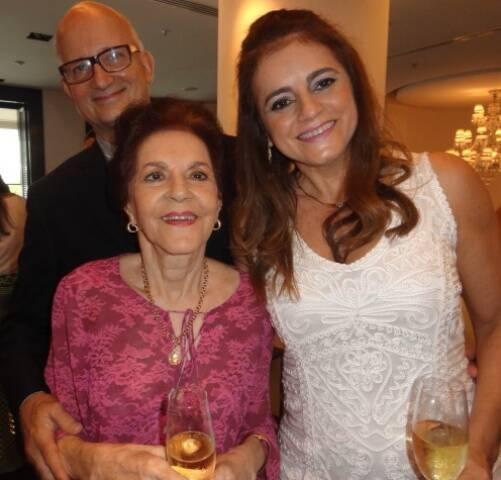 Therezinha e Karina Muricy com Carlos Bueno: almoço para comemorar casamento no Le Pre Catelan, na Avenida Atlântica