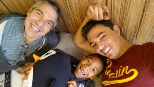 Paulo Henrique, o mais novo integrante da família de Gilberto e Rodrigo: espera de quatro anos pela adoção terminou esta semana / Foto: divulgação