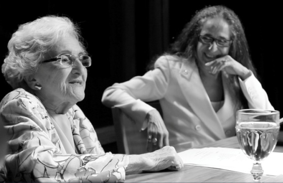 Cleonice Berardinelli e Maria Bethânia conversam sobre a obra de Fernando Pessoa no documentário de Marcio Debellian / Foto: divulgação