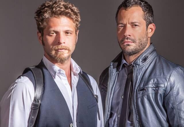 Os atores Augusto Zacchi e Malvino Salvador, protagonistas da peça 'Chuva Constante' / Foto: Marcelo Faustini