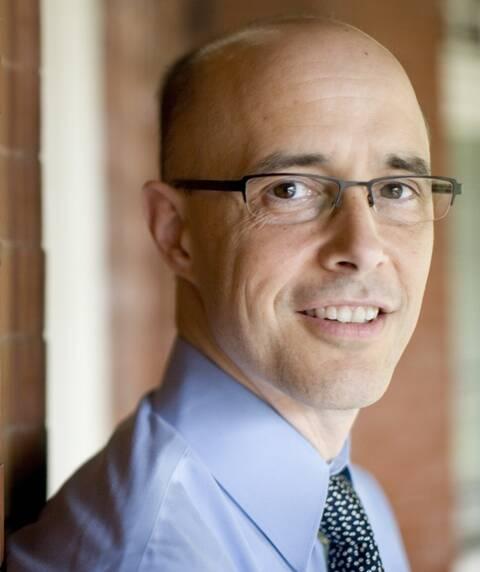 O psiquiatra Jim Tucker, primeiro palestrante da SOCEERJ, estuda há 20 anos casos de crianças que têm lembranças de vidas anteriores / Foto: divulgação