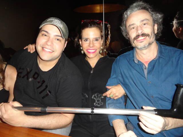 Tiago Abravanel. Narcisa Tamborindeguy e Guilherme Fiuza: jantar divertido na Dias Ferreira - querem levar a muleta do Tiago...../ Foto: Lu Lacerda