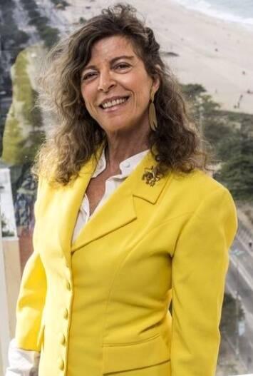 A designer Silvia Blumberg é a autora do broche cor de rosa que vai ser dado a Zezé Motta, Vera Gimenez, Gisella Amaral e Andrea Natal, no Coquetel Outubro Rosa / Foto: reprodução da internet