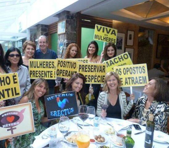 O grupo de amigos do Movimento Hétero, em aquecimento para a passeata do dia 30, em Ipanema / Foto: divulgação