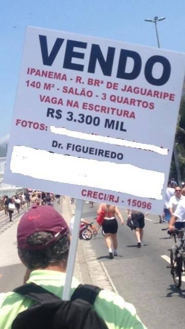 Imóvel considerado de luxo é anunciado, em Ipanema, por ambulante / Foto: David Zylbersztajn