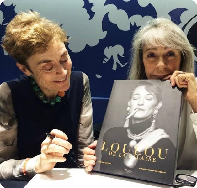 Ariel de Ravenel e Nastasha Fraser-Cavassini com seu livro Loulou1