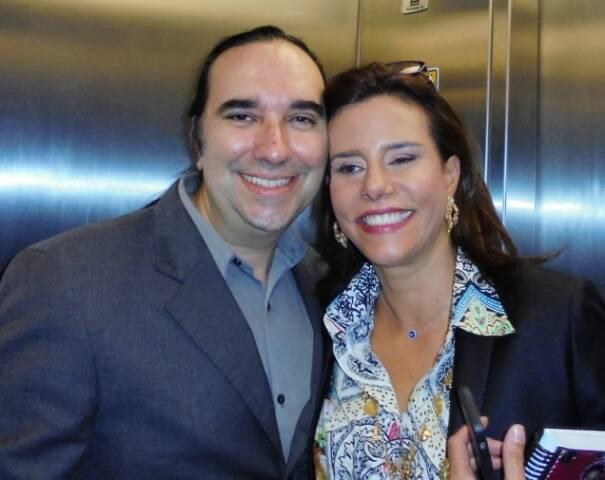 No alto, Jorge Gerdau e Narcisa Tamborindeguy; acima, ela com o empresário Helcio Hime / Foto: divulgação