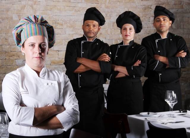 Equipe do restaurante A+Gastronomia Caíque: a chef Vivi Cunha, Kaká Graciano, Sabrina Perez e Luís Henrique / Foto: divulgação