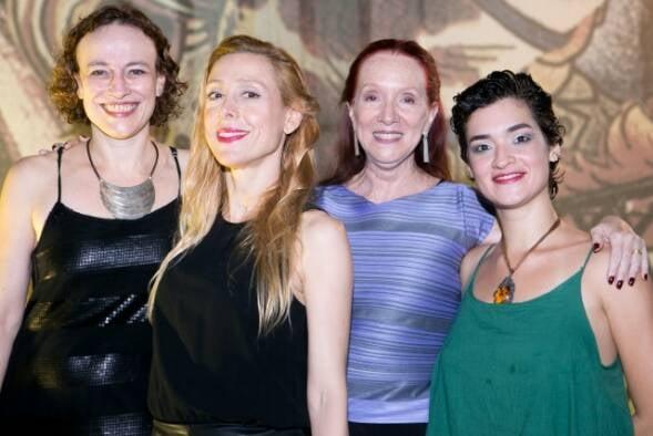 Marina Salomon, Patrícia Niedermeier, Regina Miranda e Marina Magalhães, no teatro do Jockey Club / Foto: Tatiana Farache