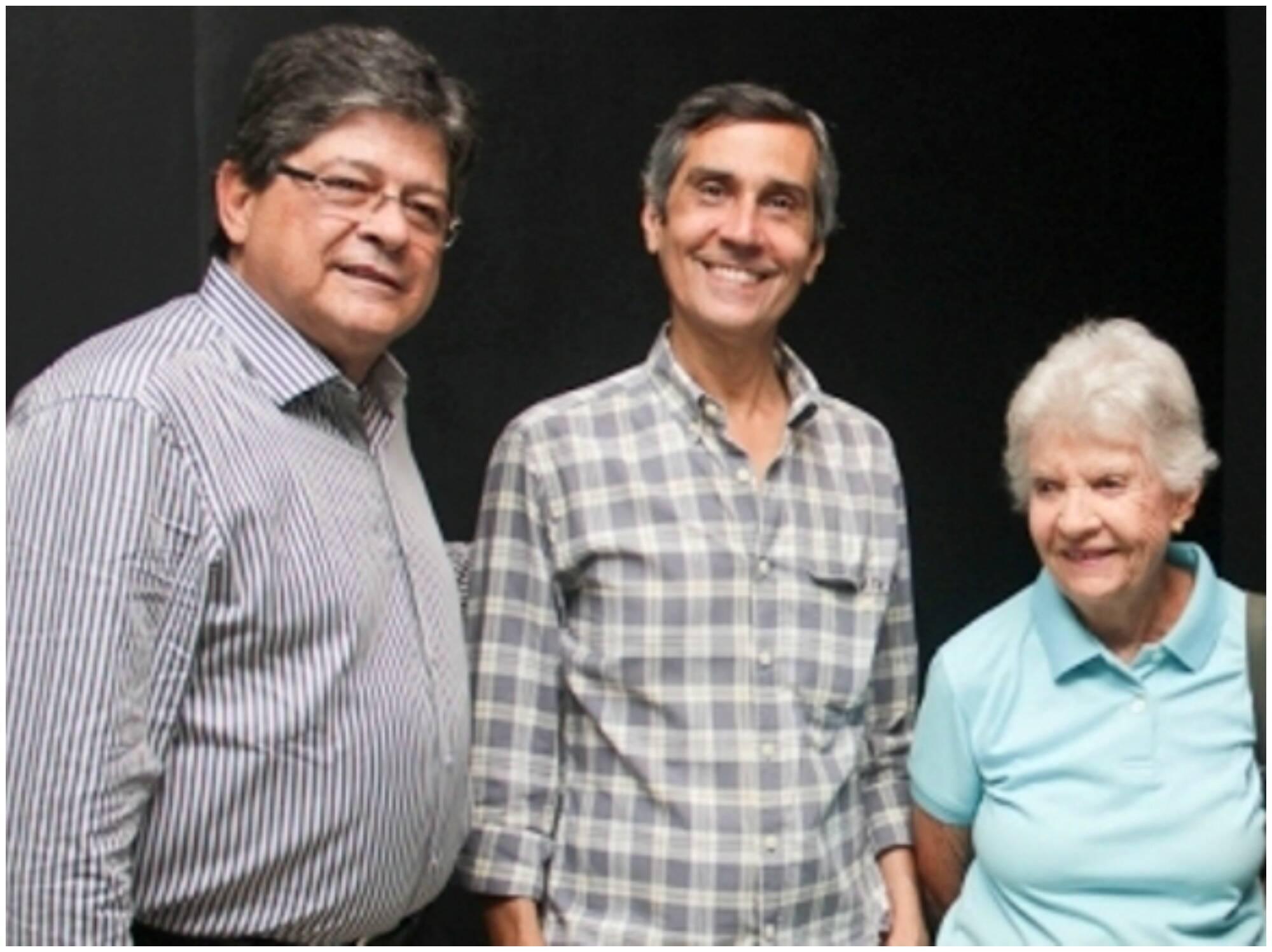 No alto, Maria Luísa Mendonça e o marido, o diretor Claudio Torres; acima Bebeto Chateaubriand, o galerista Artur Fidalgo e Tereza Miranda / Fotos: Leonardo Paris