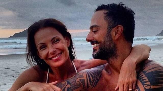 A atriz Carolina Ferraz e o namorado, o médico radiologista Marcelo Marins esperam uma menina / Foto: reprodução Instagram