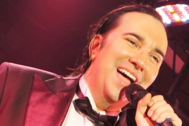 O empresário Helcio Hime vai mostrar seu lado cantor nessa segunda-feira (08/12), no Teatro Rival Petrobras / Foto: divulgação
