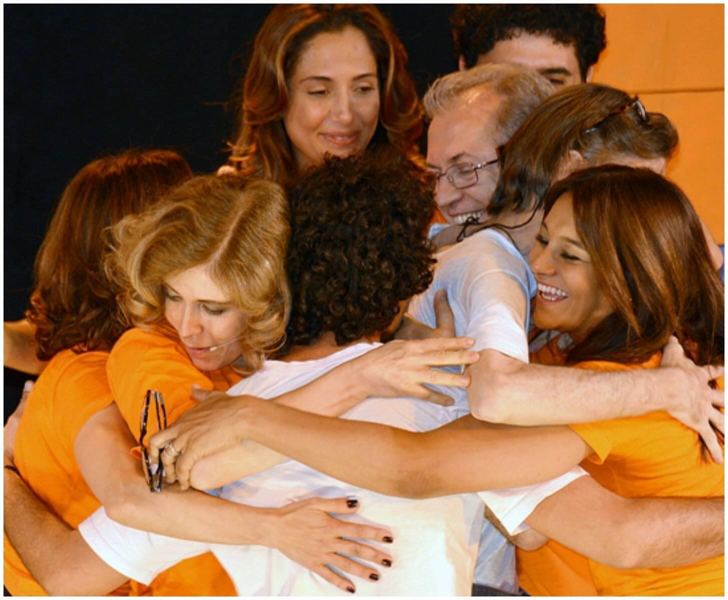 As atrizes e diretoras do MHuD Priscila Camargo, Camila Pitanga e Dira Paes, no abraçaço de emoção / Fotos: divulgação
