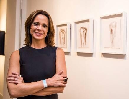 Vanessa Gerbelli e seus desenhos expostos na BELA Bienal, na Galeria Scenarium / Foto: divulgação