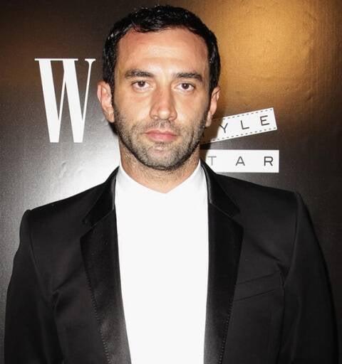 Riccardo Tisci: o diretor criativo da marca Givenchy nem sabia que ele mesmo 'daria uma festa' / Foto: reprodução Internet