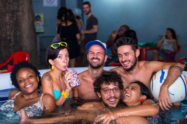 Plateia sem-cerimônia: na edição do ano passado da Picolé muita gente entrou na piscina / Foto: divulgação