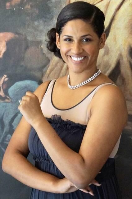 A consulesa Alexandra Loras usa seu blog para valorizar a cultura negra/ Foto: Antonio Dantas