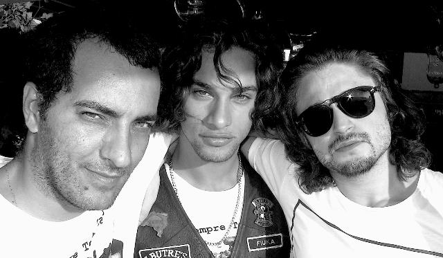 Candé Salles com o músico Pablo Morais e o DJ Lucca Salvattore: sextas agitadas na Barra / Foto: divulgação