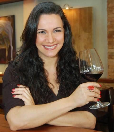 Elaine de Oliveira: restaurante do Leblon tem carta assinada pela bonita sommelière / Foto: divulgação