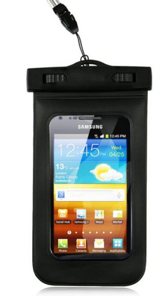 O saquinho de celular, proteção à prova d'água para o telefone, é o segundo item mais vendido na Saara, no Centro do Rio / Foto: reprodução da internet